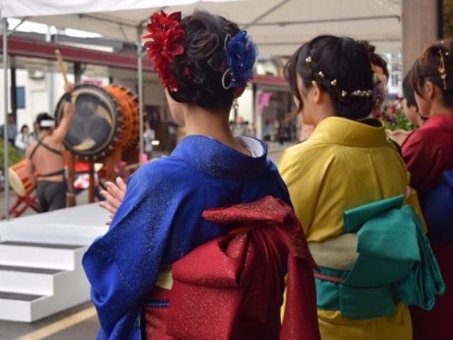 Về thủ phủ ngành dệt truyền thống hòa mình vào lễ hội kimono đầy màu sắc - 5