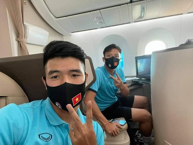 Đội tuyển Việt Nam lên đường sang UAE dự vòng loại World Cup - 12
