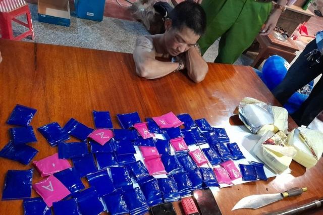 Người phụ nữ bị bắt cùng 20.000 viên ma túy khi vừa bước xuống xe - 2