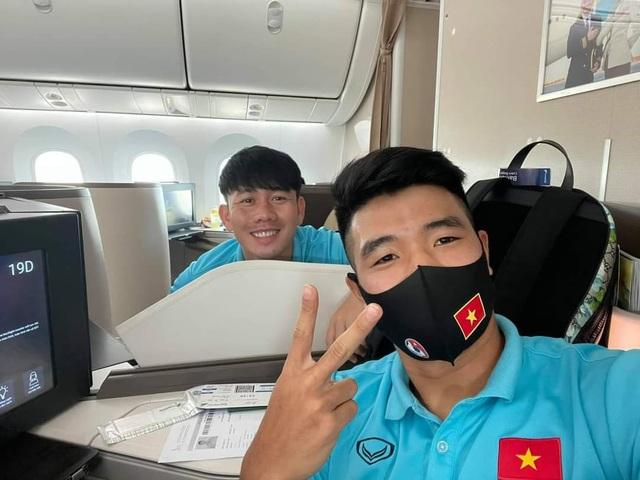 Đội tuyển Việt Nam lên đường sang UAE dự vòng loại World Cup - 10