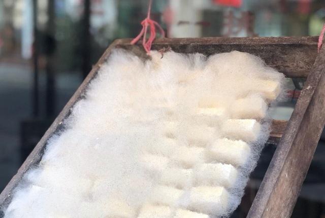 Đặc sản đậu phụ mọc lông trông như mốc, bốc mùi khó ngửi vẫn hút khách - 3