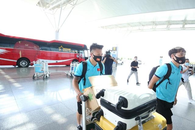 Đội tuyển Việt Nam lên đường sang UAE dự vòng loại World Cup - 1