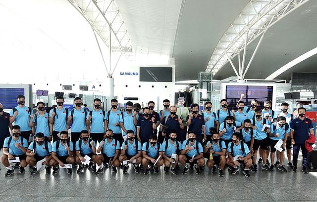 Đội tuyển Việt Nam lên đường sang UAE dự vòng loại World Cup - 2