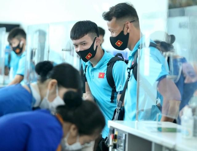 Đội tuyển Việt Nam lên đường sang UAE dự vòng loại World Cup - 3