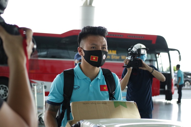 Đội tuyển Việt Nam lên đường sang UAE dự vòng loại World Cup - 5