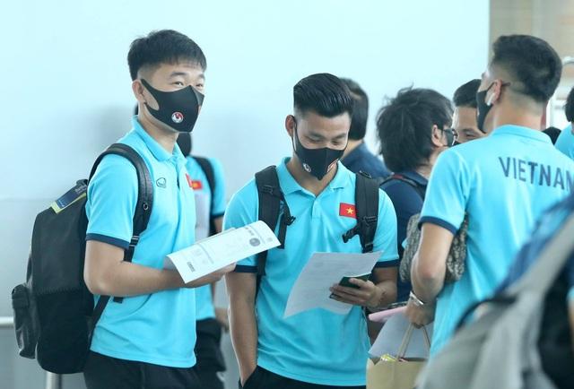 Đội tuyển Việt Nam lên đường sang UAE dự vòng loại World Cup - 7