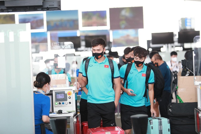 Đội tuyển Việt Nam lên đường sang UAE dự vòng loại World Cup - 9