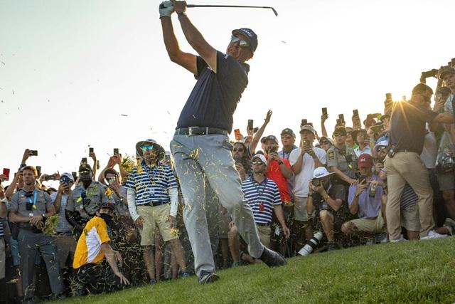 Ban tổ chức PGA Championship 2021 nhận lỗi vì sự cố hỗn loạn do khán giả - 1