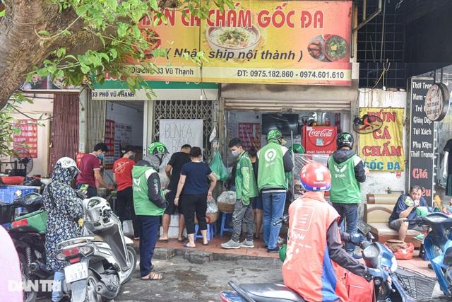 Shipper Hà Nội tất bật chạy đơn hàng trong mùa dịch - 2