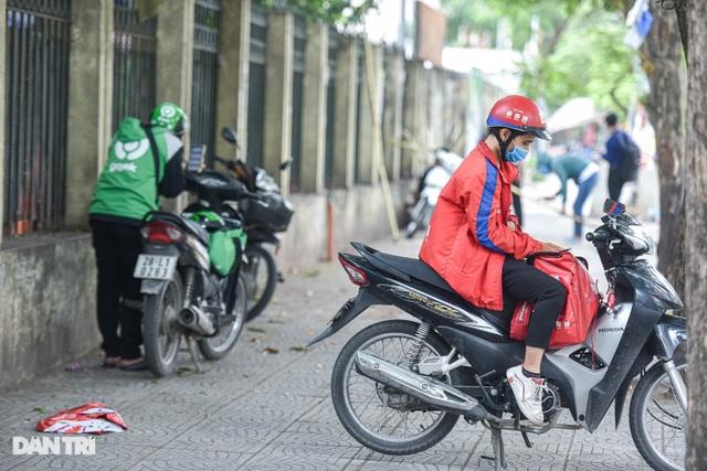 Shipper Hà Nội tất bật chạy đơn hàng trong mùa dịch - 9