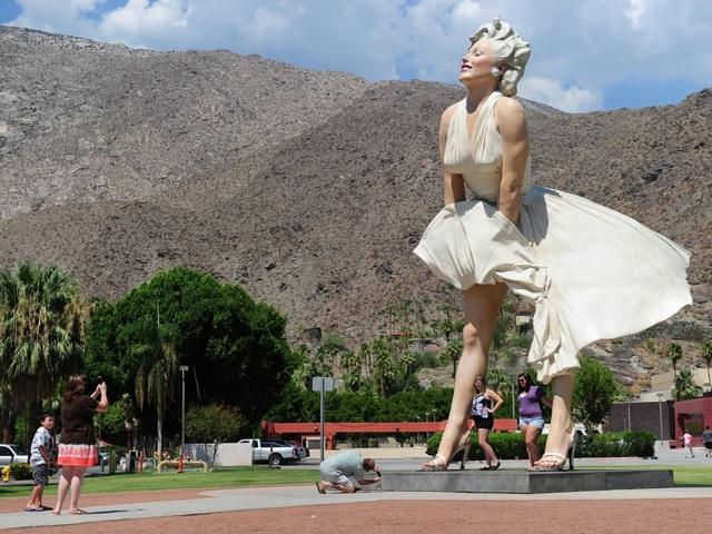 Tượng Marilyn Monroe bị gió làm tốc váy có xúc phạm phụ nữ không? - 1