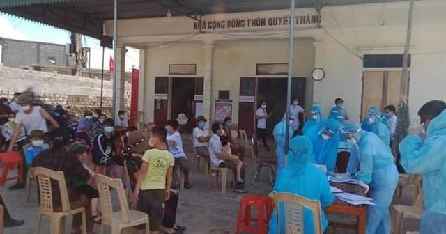 Nghệ An test nhanh Covid-19 hàng nghìn người, truy vết ca nhiễm tại Lào - 1