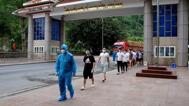 Hà Giang trao trả 18 người Trung Quốc nhập cảnh trái phép - 1