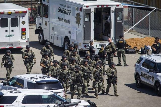 Mỹ: 9 người chết trong vụ xả súng rúng động California - 1