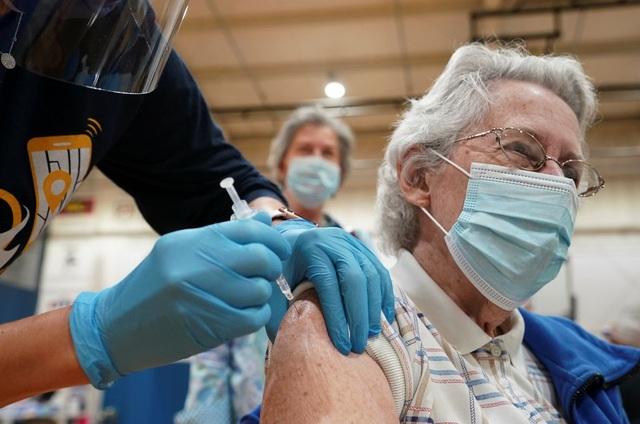 Vắc xin Covid-19 khan hiếm, khách du lịch đổ xô tới Mỹ tiêm chủng - 1