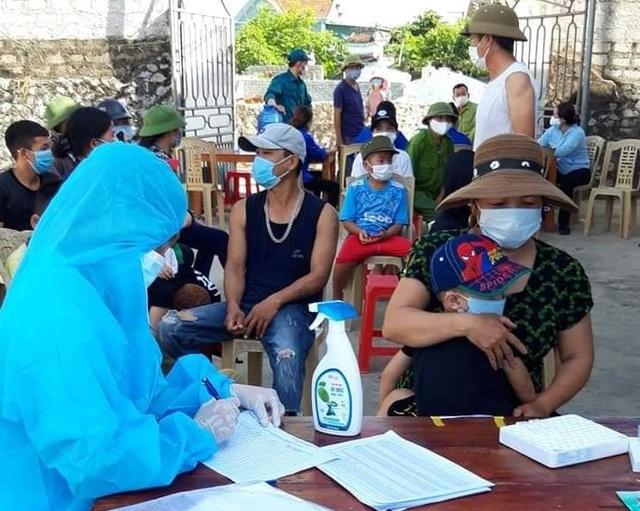 Nghệ An test nhanh Covid-19 hàng nghìn người, truy vết ca nhiễm tại Lào - 3