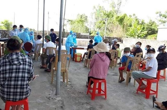 Nghệ An test nhanh Covid-19 hàng nghìn người, truy vết ca nhiễm tại Lào - 2