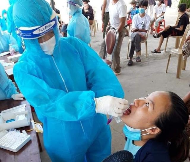Nghệ An test nhanh Covid-19 hàng nghìn người, truy vết ca nhiễm tại Lào - 4