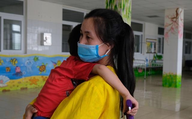 Thương bé gái 9 tuổi bị cắt lách, em trai đối diện tử thần cầu cứu sự sống - 2