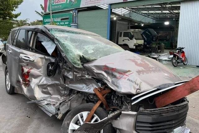 Hình ảnh xe Toyota Innova nát tươm được hồi phục như mới gây ngỡ ngàng - 1
