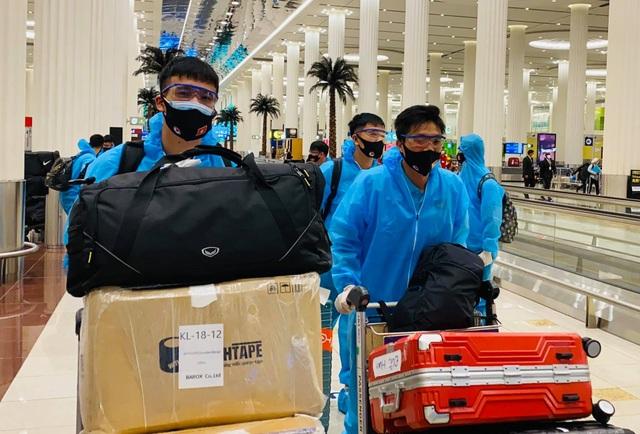 Các tuyển thủ Việt Nam nói gì sau khi đến UAE? - 1