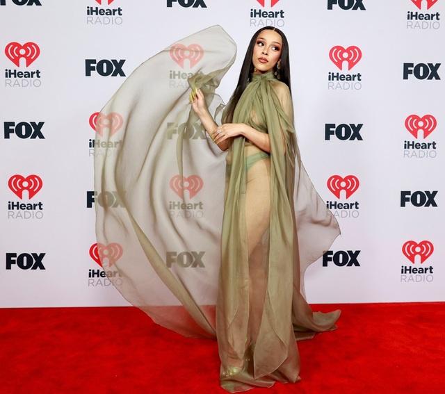 Megan Fox và Doja Cat bốc lửa dự lễ trao giải âm nhạc của Mỹ - 1
