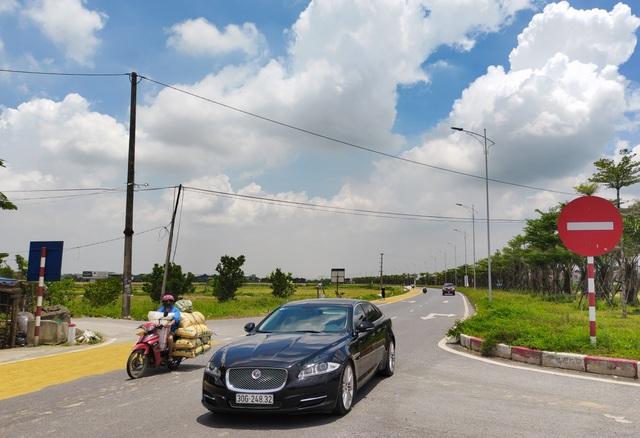 Hà Nội: Đến hẹn lại tới mùa... nông dân dựng lán, chiếm đường phơi thóc - 1