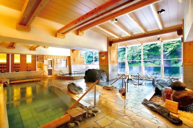 Tắm suối nước nóng vàng giữa lòng Tokyo - 5