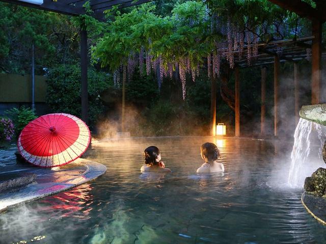 Tắm suối nước nóng vàng giữa lòng Tokyo - 6