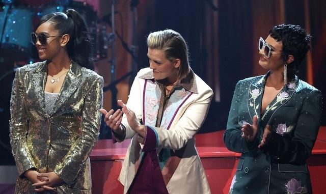 Megan Fox và Doja Cat bốc lửa dự lễ trao giải âm nhạc của Mỹ - 25