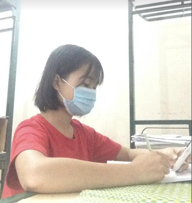 Vớt từng tý mạng để ôn thi của nữ sinh lớp 12 trong khu cách ly Bắc Ninh - 1