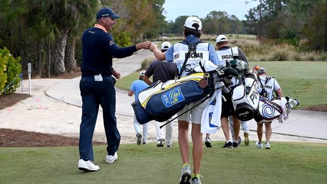 Mức thu nhập hàng triệu USD của caddie golf nhà nghề - 1