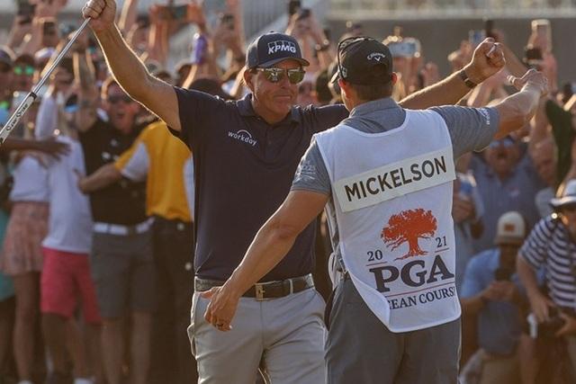 Mức thu nhập hàng triệu USD của caddie golf nhà nghề - 3