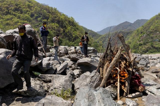 Bóng tối Covid-19 ở Himalaya: Bi kịch người nghèo Ấn Độ trốn xét nghiệm - 2