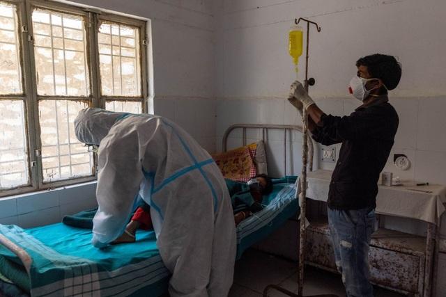 Bóng tối Covid-19 ở Himalaya: Bi kịch người nghèo Ấn Độ trốn xét nghiệm - 1