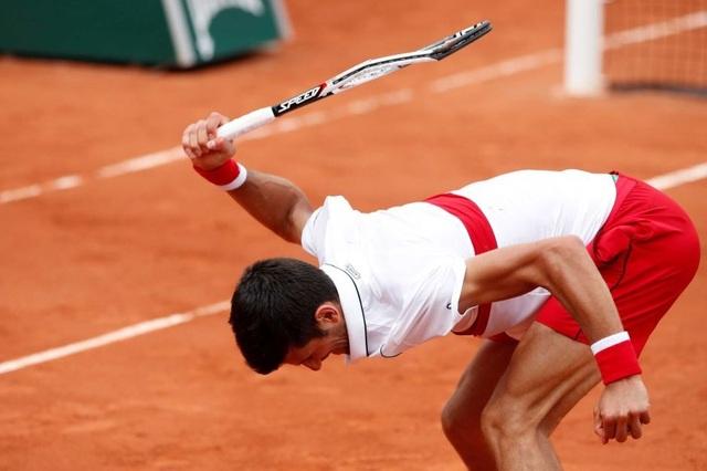 Djokovic lại… đập vợt ở bán kết Belgrade Open - 1