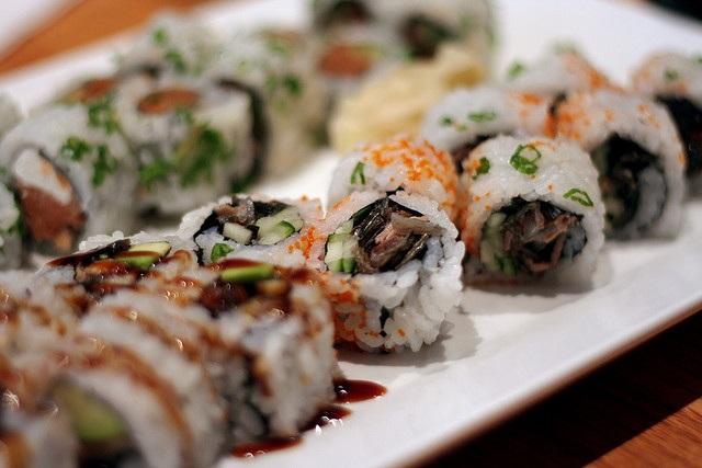 Ve sầu ngủ vùi 17 năm dưới đất… thành món sushi có một không hai - 6