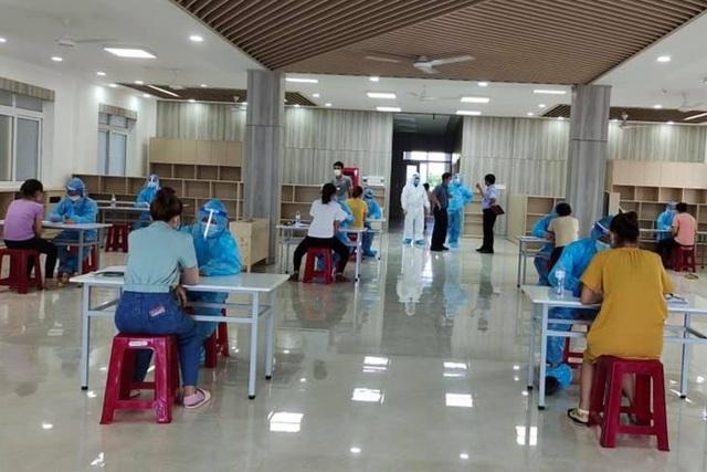 Quảng Trị: Hơn 4.000 công nhân được khám sàng lọc SARS-CoV-2 - 2