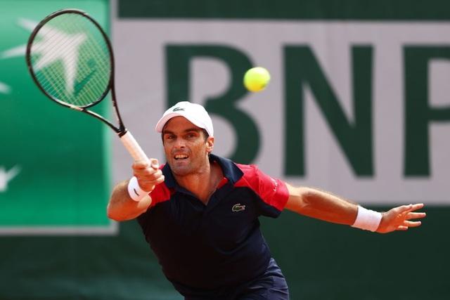 Dominic Thiem thua sốc ngay trận ra quân ở Roland Garros - 1