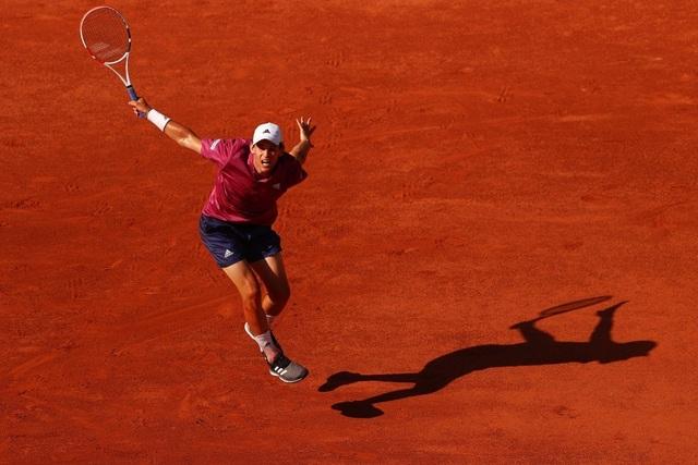 Dominic Thiem thua sốc ngay trận ra quân ở Roland Garros - 2