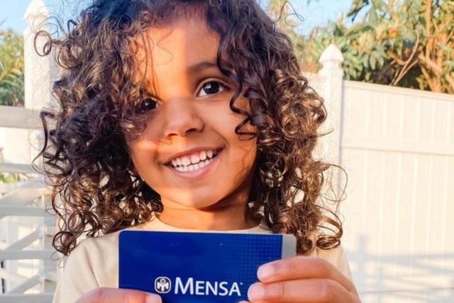 Bé gái 2 tuổi gia nhập nhóm IQ cao nhất thế giới