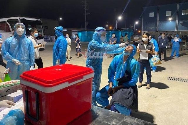 Hơn 4.000 công nhân đi làm trở lại trong các KCN ở Bắc Giang - 2