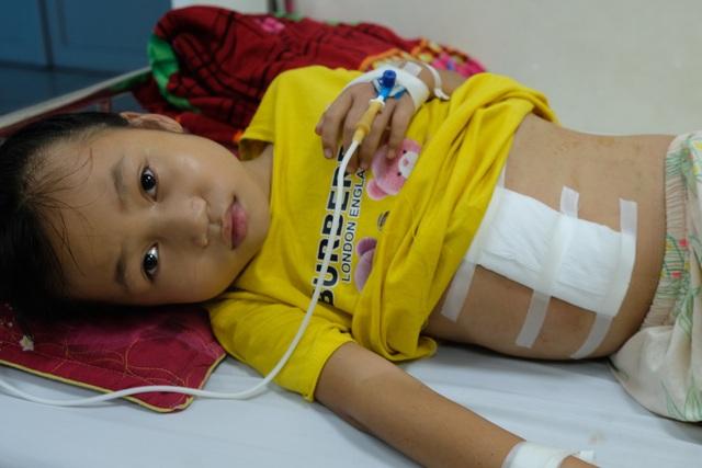 Thương bé gái 9 tuổi bị cắt lách, em trai đối diện tử thần cầu cứu sự sống - 5