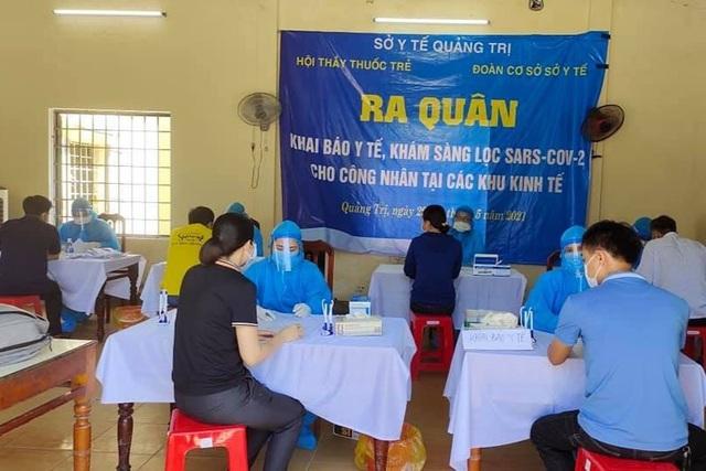 Quảng Trị: Hơn 4.000 công nhân được khám sàng lọc SARS-CoV-2 - 1