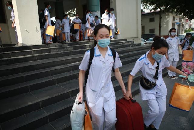 300 sinh viên Trường Cao đẳng Y tế Bạch Mai hỗ trợ Bắc Giang chống dịch - 5