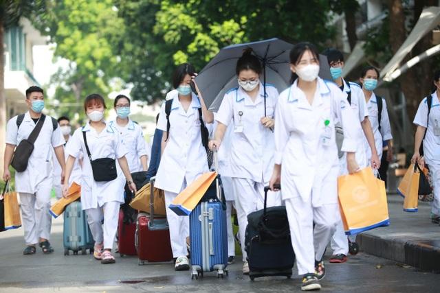 300 sinh viên Trường Cao đẳng Y tế Bạch Mai hỗ trợ Bắc Giang chống dịch - 6