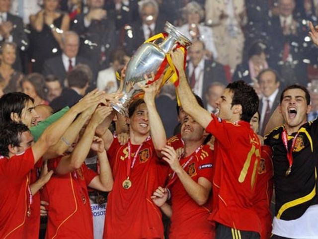 Các nhà vô địch vĩ đại qua 15 vòng chung kết Euro - 13