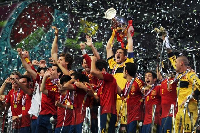 Các nhà vô địch vĩ đại qua 15 vòng chung kết Euro - 14