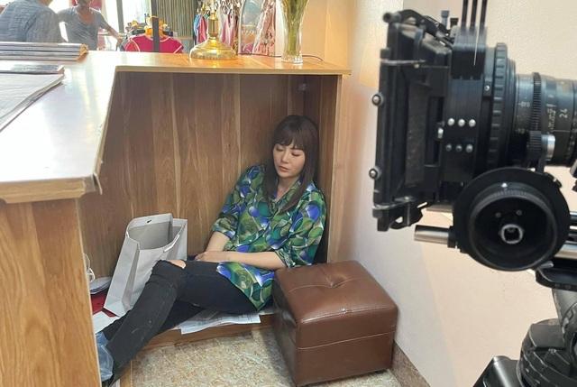 Thanh Hương tiết lộ nỗi khổ khi phải đội tóc giả trong thời tiết nóng bức - 4