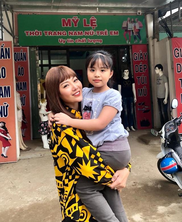 Thanh Hương tiết lộ nỗi khổ khi phải đội tóc giả trong thời tiết nóng bức - 8